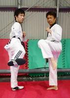 強化合宿で佐賀を訪れている伊藤力(左)と髙橋健太郎=佐賀市本庄町の古賀道場