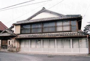町屋造りは間口が広いのが特徴で、左端に玄関を設けている