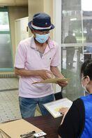 <コロナワクチン>佐賀市の集団接種に記者が同行 手順と注…