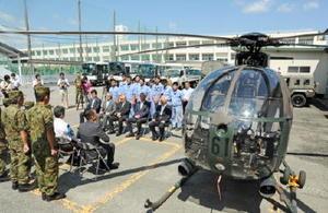 航空科の実習用に陸上自衛隊目達原駐屯地から貸し出された小型ヘリコプター=佐賀市の北陵高校