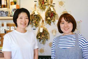 ポコ・ア・ボッコ代表の寺野幸子さん(左)とスタッフの持永知己さん