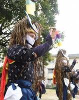 浮立の演者は総勢20人。鉦や太鼓、「もりゃーし」と呼ばれる子どもたちの小太鼓などで構成される