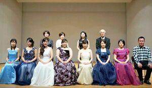 昨年2月に開いた演奏会に出演したメンバー(提供写真)