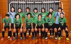 2年ぶりの全国大会に挑むフットサル女子の佐賀県選抜チームの選手たち=佐賀市の県総合体育館