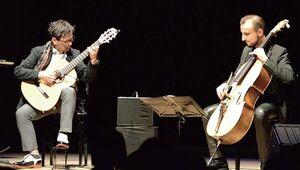 伊藤ゴロー(左)とロビン・デュプイ