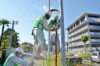 神埼建設業協会がカーブミラー清掃 秋の交通安全県民運動合わせ
