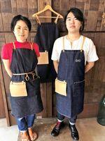 エプロンを着こなす加藤さんと梁井さん