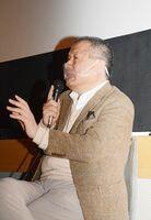 「人との関係も自分の体も大事にして丁寧に生きる遠藤さんは、命を大事にしていると思える」と話す伊勢真一監督=佐賀市のシアター・シエマ