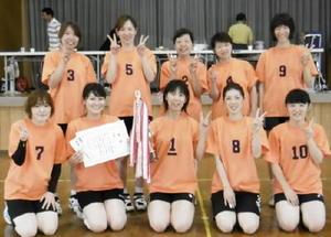二里町民春のスポーツ大会バレーボール優勝の川東チーム