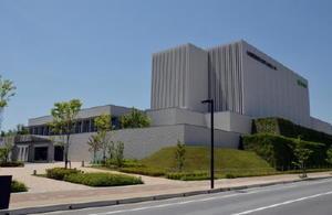 予想を上回るペースで患者の利用が続いている九州国際重粒子線がん治療センター「サガハイマット」=鳥栖市原古賀町