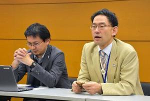 WCPFC年次会合閉幕後に記者会見する水産庁幹部ら=8日、マニラ(共同)