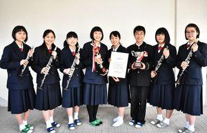 九州アンサンブルコンテストで金賞を受賞し、全国大会へ進む昭栄中吹奏楽部のアンサンブルチーム=佐賀市の昭栄中学校