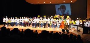 工夫を凝らした演出で観客を魅了した鍋島中吹奏楽部=佐賀市文化会館中ホール