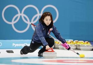 本番会場で練習するカーリング女子の藤沢=江陵(共同)