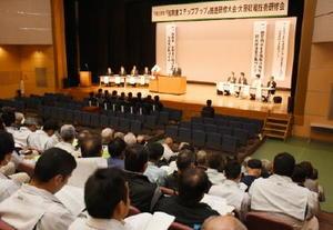 研修大会では、本年産の県産麦不作を踏まえ、適期播種や圃場の排水対策を呼び掛けた=小城市のドゥイング三日月