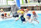 鍋島幼稚園 園児新プールで水遊び