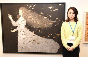 100号の大作「一人の夜を行け」など神秘的な女性画が並ぶ八木恵子さんの初個展=東京・銀座のギャラリー和田
