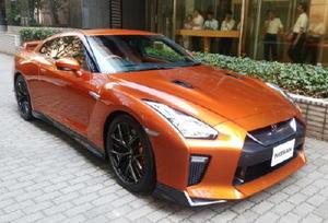 日産自動車が発表した高級スポーツカー「GT―R」の改良モデル=11日午後、東京都港区