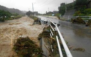 大雨による濁流でえぐられた道路=5日午後6時半ごろ、福岡県朝倉市(同市提供)