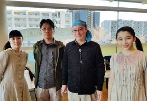 武富健治さん(右から2人目)