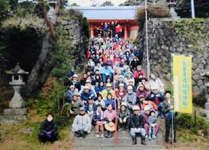 鎮守の森再生へ活動した大里区民約100人