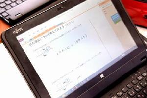 共有のワークシートに書き込まれた数式=佐賀市の致遠館高