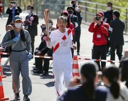 奈良県の第1走者を務める鈴木康友さん=11日午前、奈良県五條市