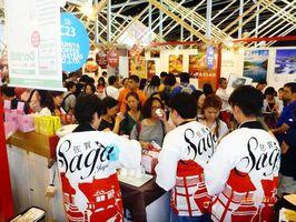 「香港フード・エキスポ」でコーヒーをアピールする県内企業=香港の香港会議展覧センター