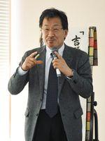 吉野ヶ里遺跡について話す七田館長=神埼市中央公民館