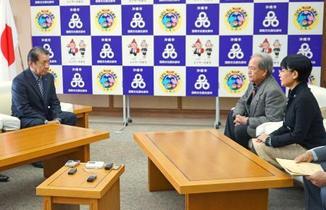 沖縄、県民投票3択で条例改正へ