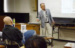 有明海の漁業資源、オスプレイ問題について語った古賀初次会長=佐賀市の諸富町公民館