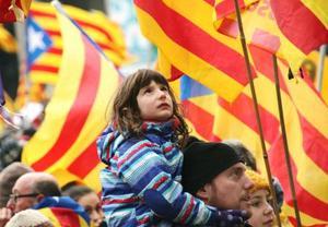 カタルーニャ独立派のデモ参加者=7日、ブリュッセル(共同)