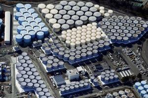 東京電力福島第1原発の敷地内に並ぶ処理水タンク