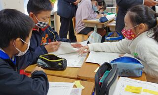 佐賀のニュース 塩田盛り上げへ意見交わす 塩田小でNIE授業