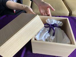 完成した町内職人特製のきり箱と布小物