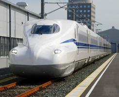 走行試験をする、東海道新幹線の8両編成の新型車両「N700S」=浜松市のJR東海浜松工場