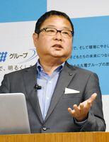 2030年を見据えた経営ビジョンを説明する池辺和弘社長=福岡市の電気ビル共創館