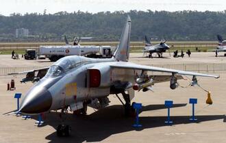 中国機、海自の護衛艦標的に訓練