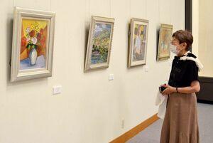 倉数和文さんに絵画を学ぶ生徒たちによる「和美会絵画展」=唐津市近代図書館