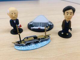 ガチャで当たるフィギュアの一例。手前は日本初の実用蒸気船「凌風丸」のフィギュア(佐賀市提供)