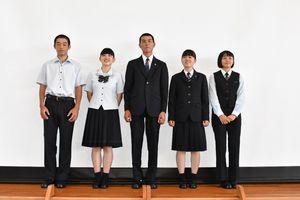来年度開校する伊万里実業高校の制服。佐賀県内の中学、高校で初めて性別に関係なくスラックスをはけるようになった=伊万里市の伊万里商高