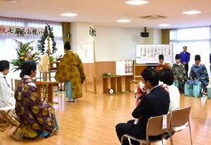 子どもたちの健やかな成長を願う県神道青年会の神事=佐賀市の佐賀整肢学園こども発達医療センター