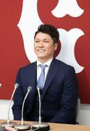巨人・坂本勇、現状維持の5億円