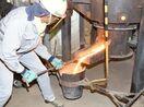 キューポラで鉄を鋳造