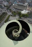 民間譲渡された佐賀市ガス局のガスタンクの解体工事。「リンゴ皮むき工法」と呼ばれる特許工法だった=平成18年5月、佐賀市の旧ガス局跡