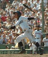 広陵(広島)との決勝で、左翼席へ逆転満塁本塁打を放った副島浩史さん(2007年8月22日)