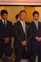日頃の応援への感謝と2019年シーズンの抱負を述べた埼玉西武ライオンズの辻発彦監督=佐賀市のホテル龍登園