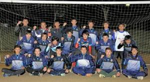 社会人の九州サッカーリーグで躍進を期す佐賀LIXILFCのメンバーたち=鹿島市陸上競技場サブグラウンド