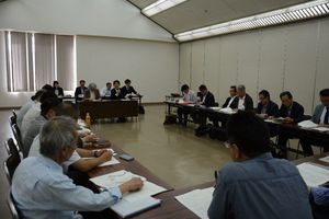 産地の課題解決などに向け設立された有田焼未来プロジェクトの全体会議=有田町の大有田焼会館