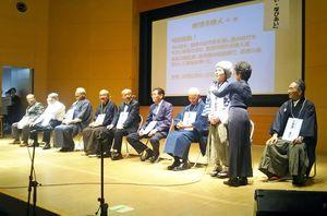 紅一点の奥村五百子ら現代へのメッセージを語る「唐津八偉人」=唐津市高齢者ふれあい会館